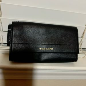 NWT 2in one Wristlet Tahart